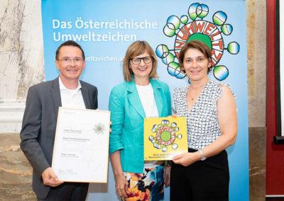Übergabe Umweltzeichen mit Umweltministerin Maria Patek